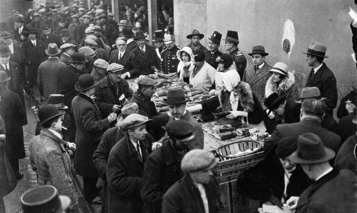 La soupe populaire du 18e arrondissement à Paris, Agence Mondial, 1932 - source : Gallica-BnF